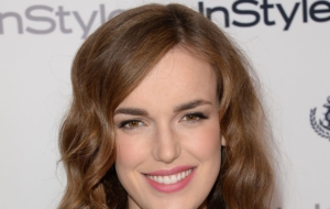 Elizabeth Henstridge Widescreen