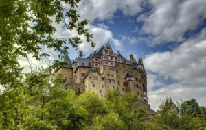 Eltz Castle Background