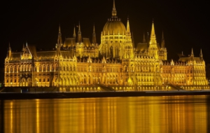 Hungarian Parliament Building Desktop