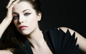 Jessica De Gouw Background