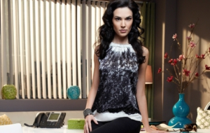 Laura Mennell Background