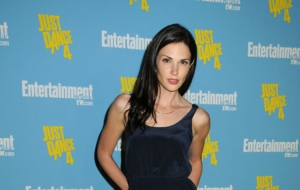 Laura Mennell Images