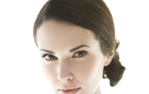 Laura Mennell Photos