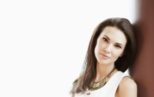 Laura Mennell Pictures