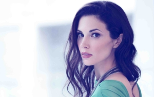 Laura Mennell For Desktop