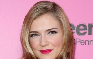 Sara Canning Photos