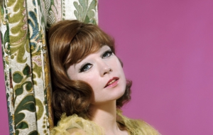 Shirley MacLaine Wallpaper