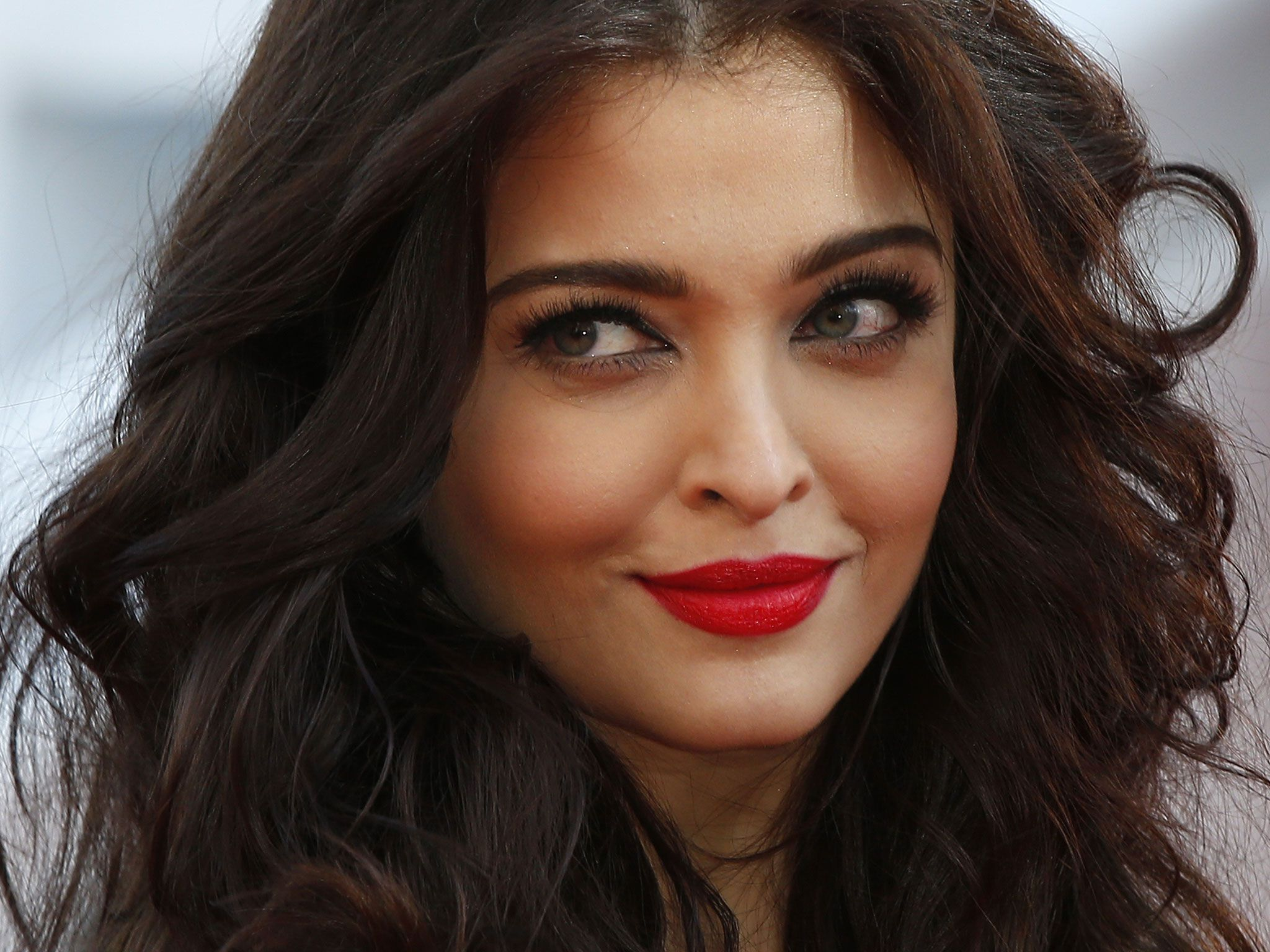 Aishwarya Rai Bachchan High Definition Wallpapers
