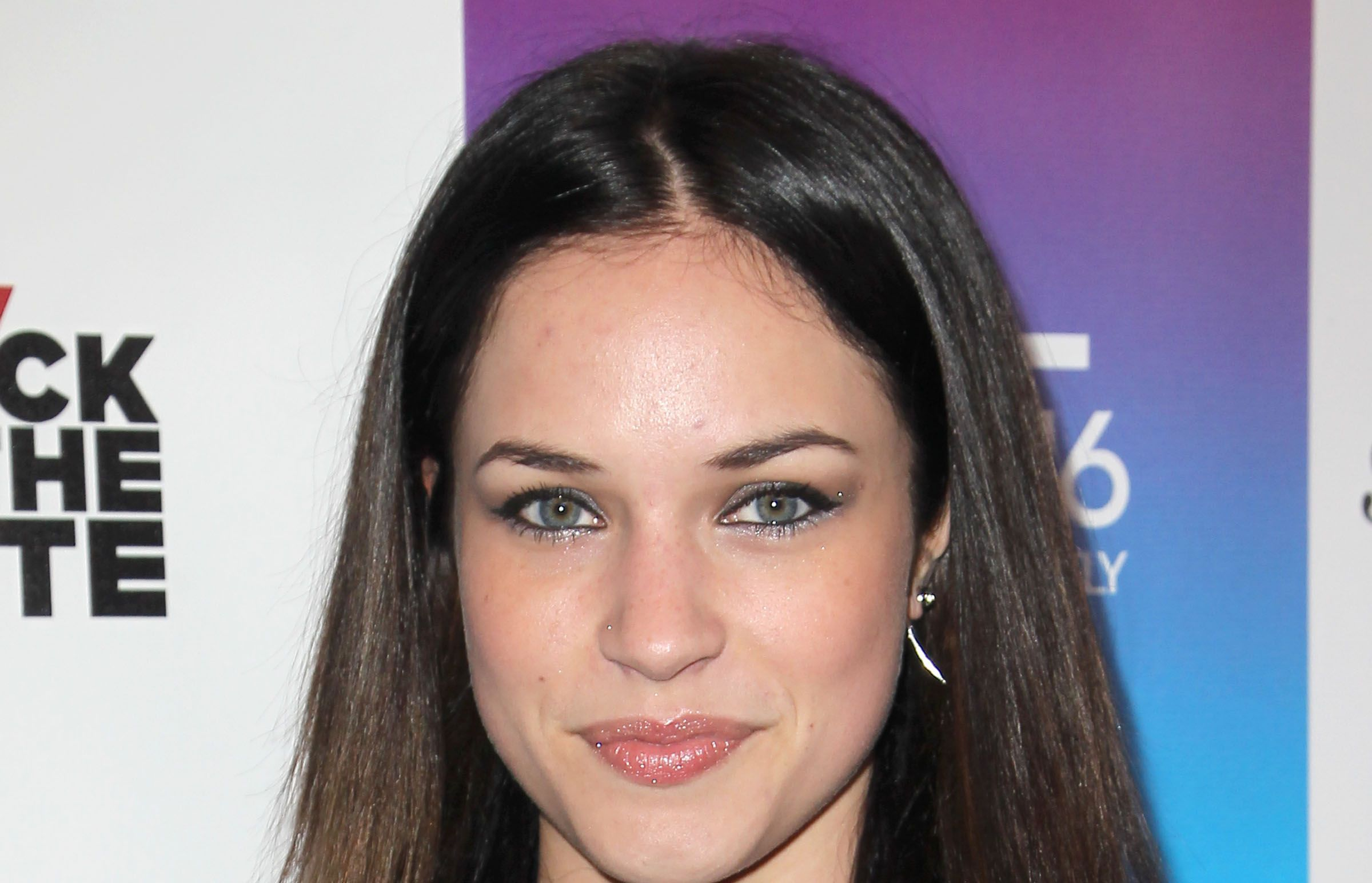 Alexis Knapp HD Background