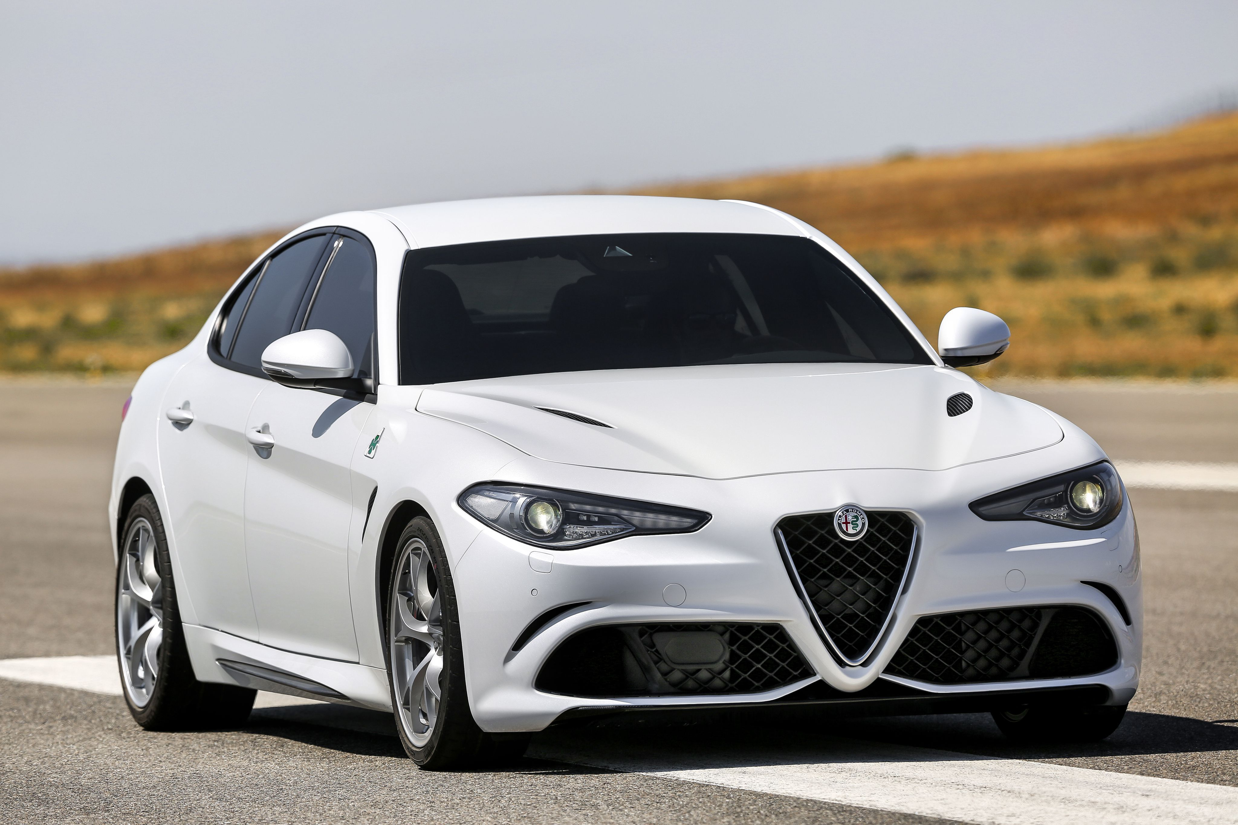 Alfa Romeo Giulia HD Wallpaper