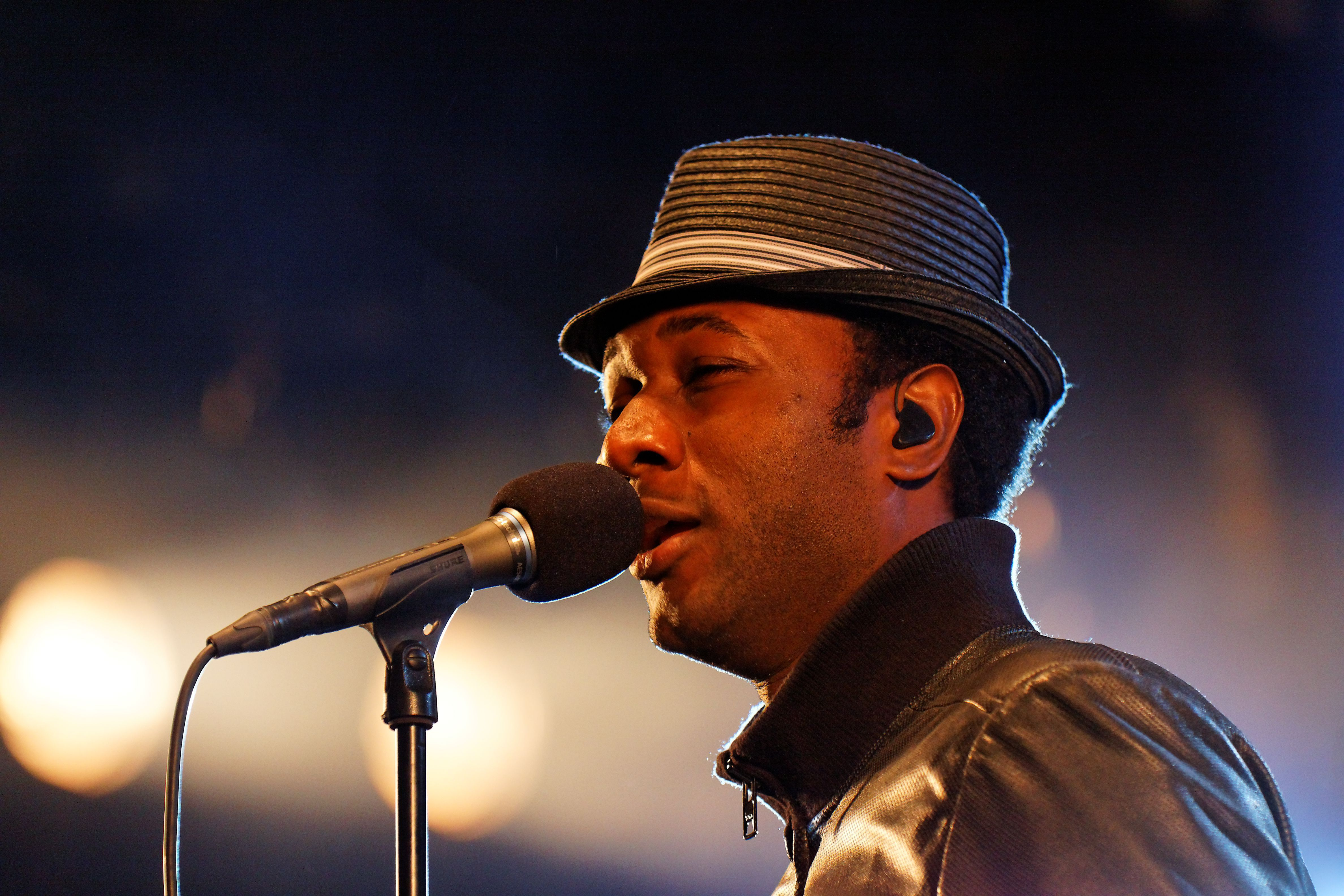 Aloe Blacc Background
