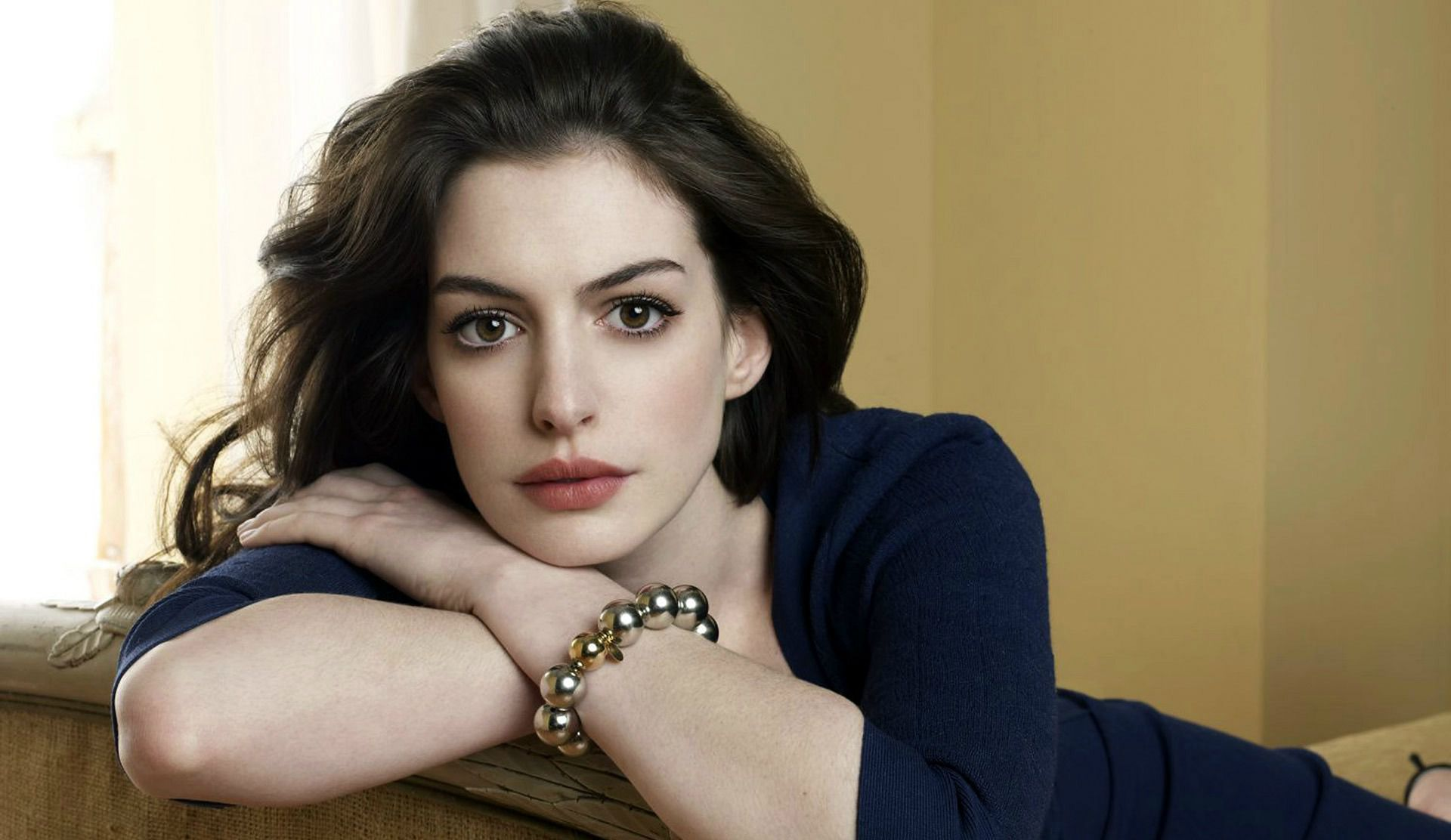 Ann Hathaway Wallpapers
