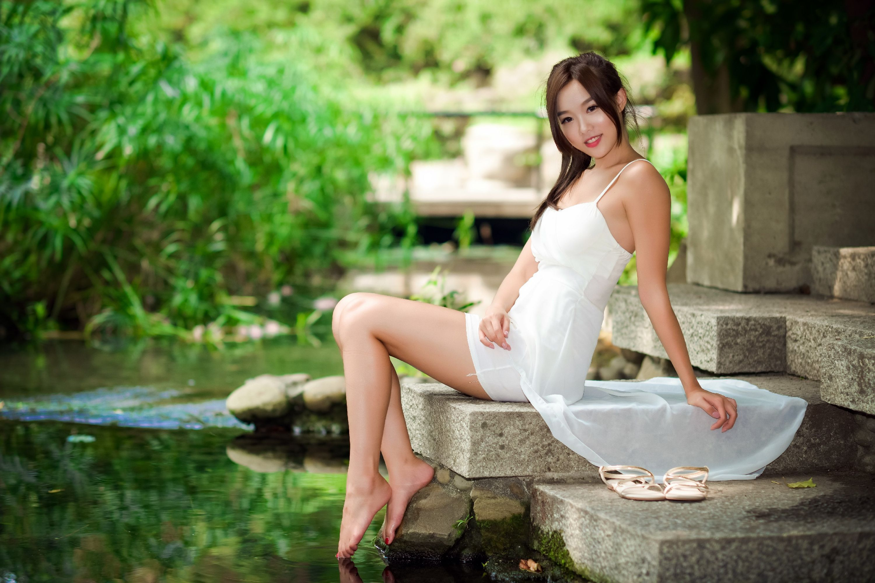 Asian Girl Widescreen