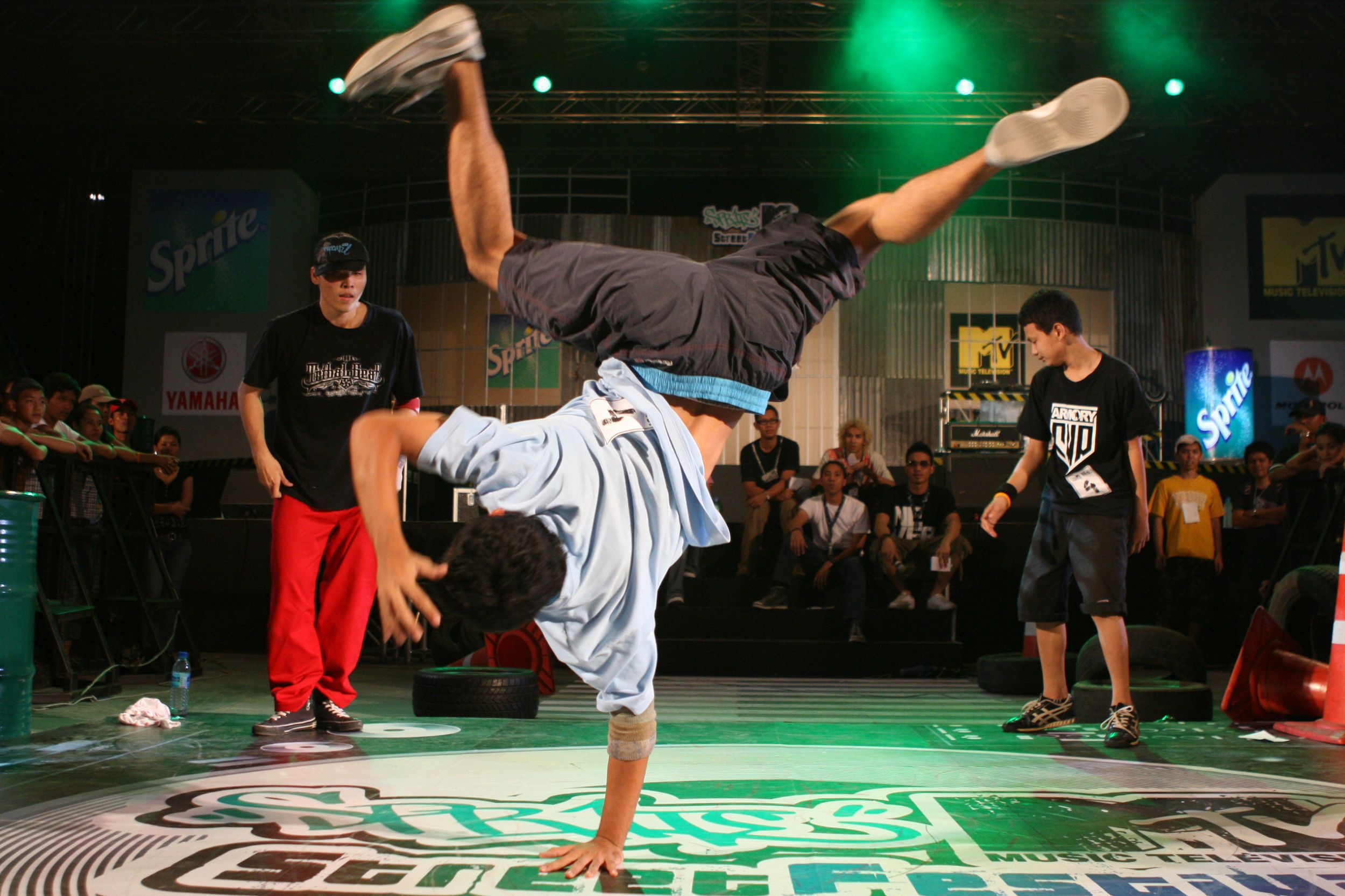 Wide Breakdance