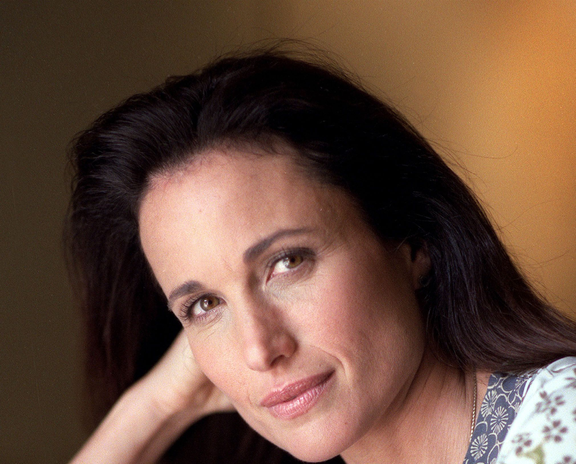 Andie Macdowell Wallpapers